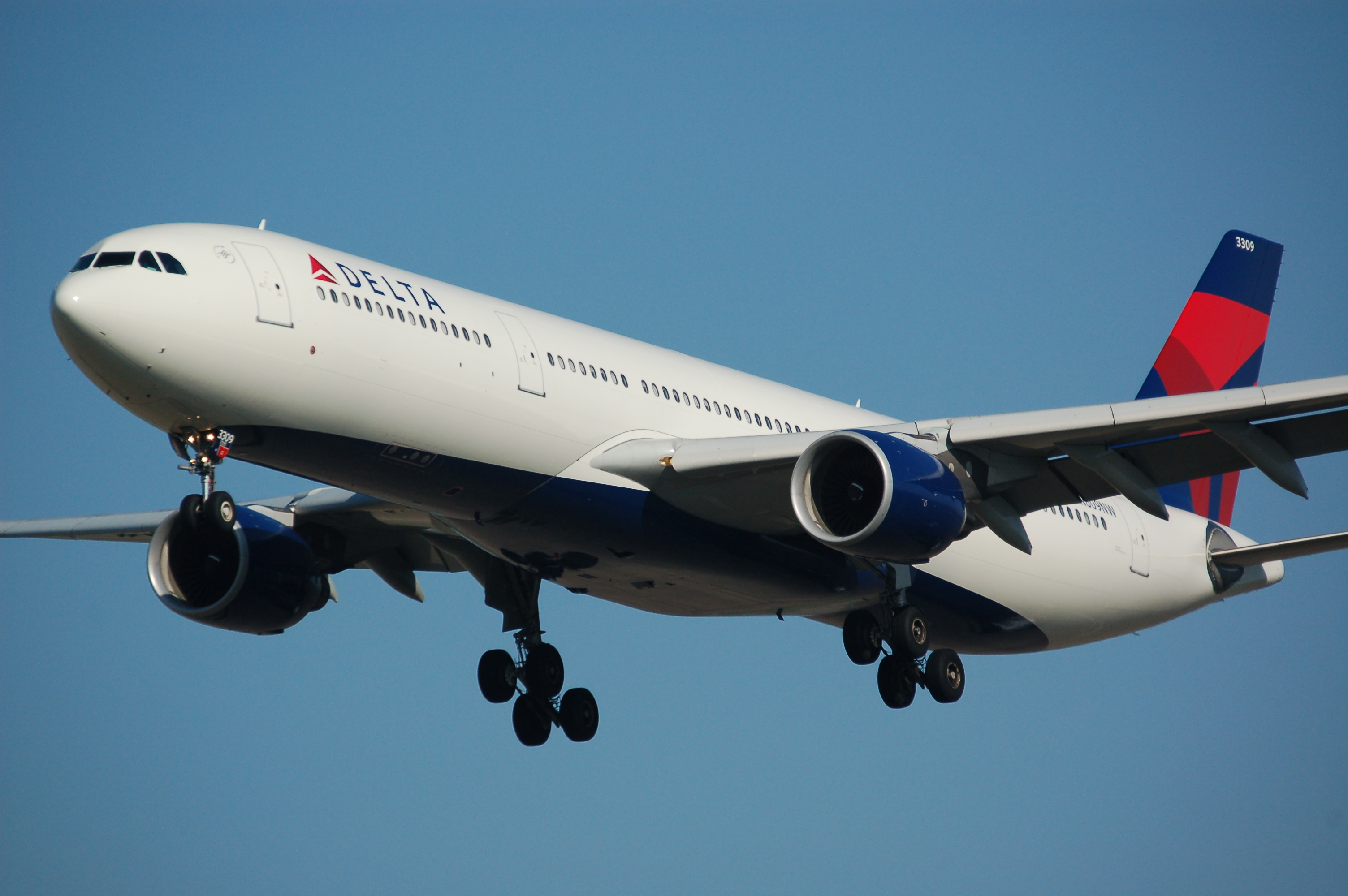 delta gets bomb threats on flights to tel aviv