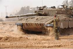 idf tanks go to gaza after 60 rockets fall in israel