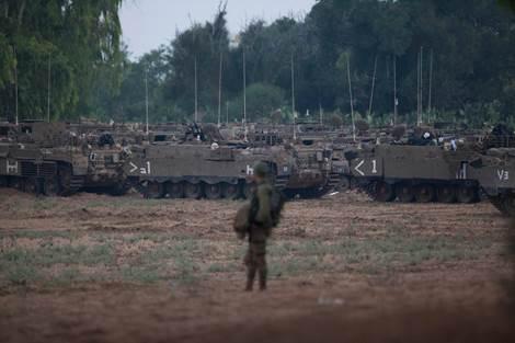 Tankkeja keskitetään Gazan rajalle