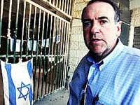 huckabee demands obama denounce hamas