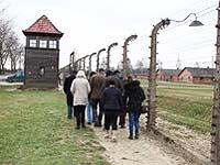 professor who took students to auschwitz resigns