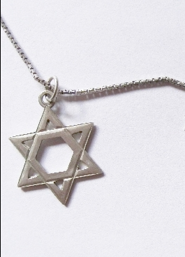 tourist wearing star of david attacked