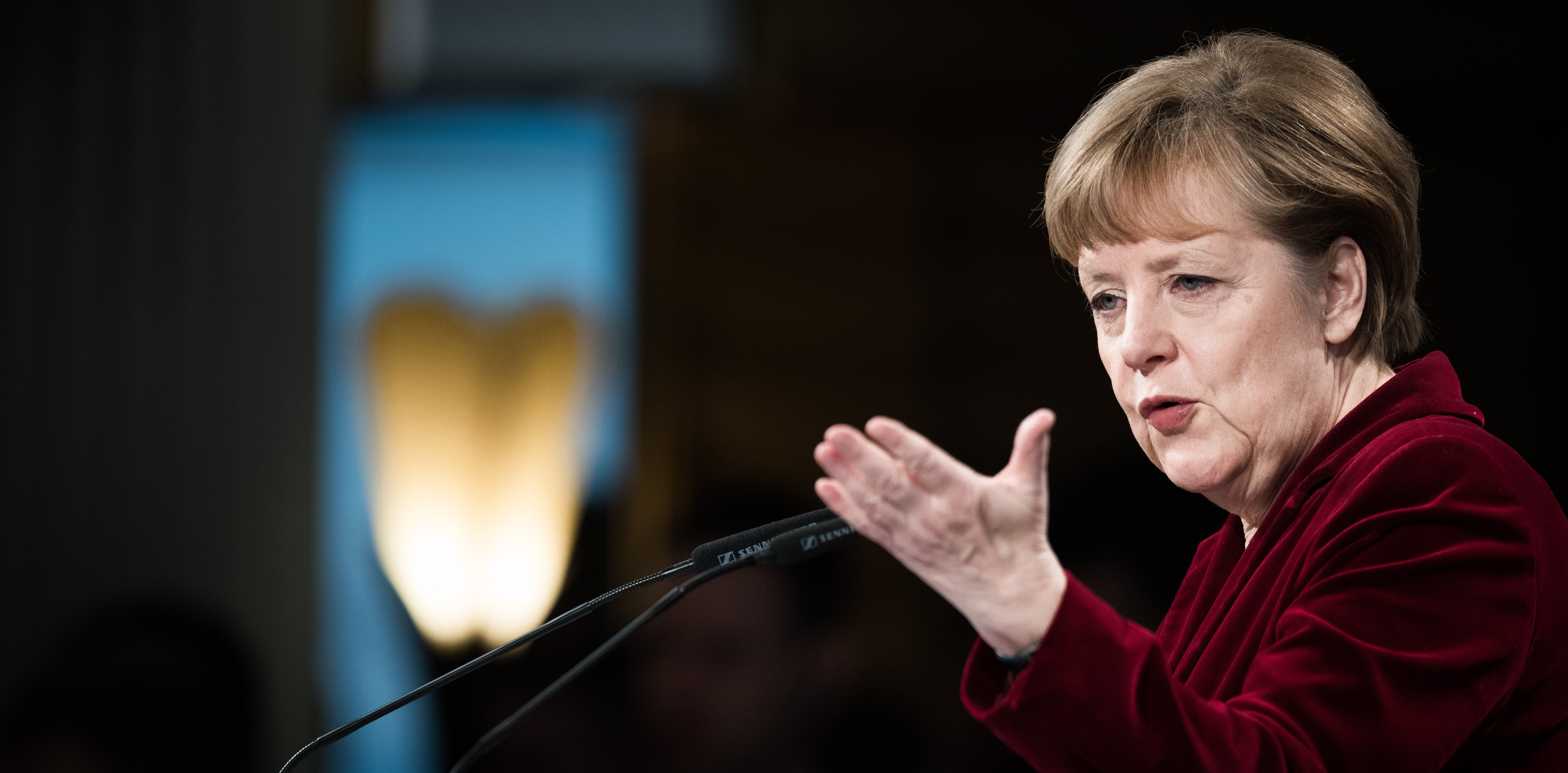 merkel calls on public to fight anti-semitism