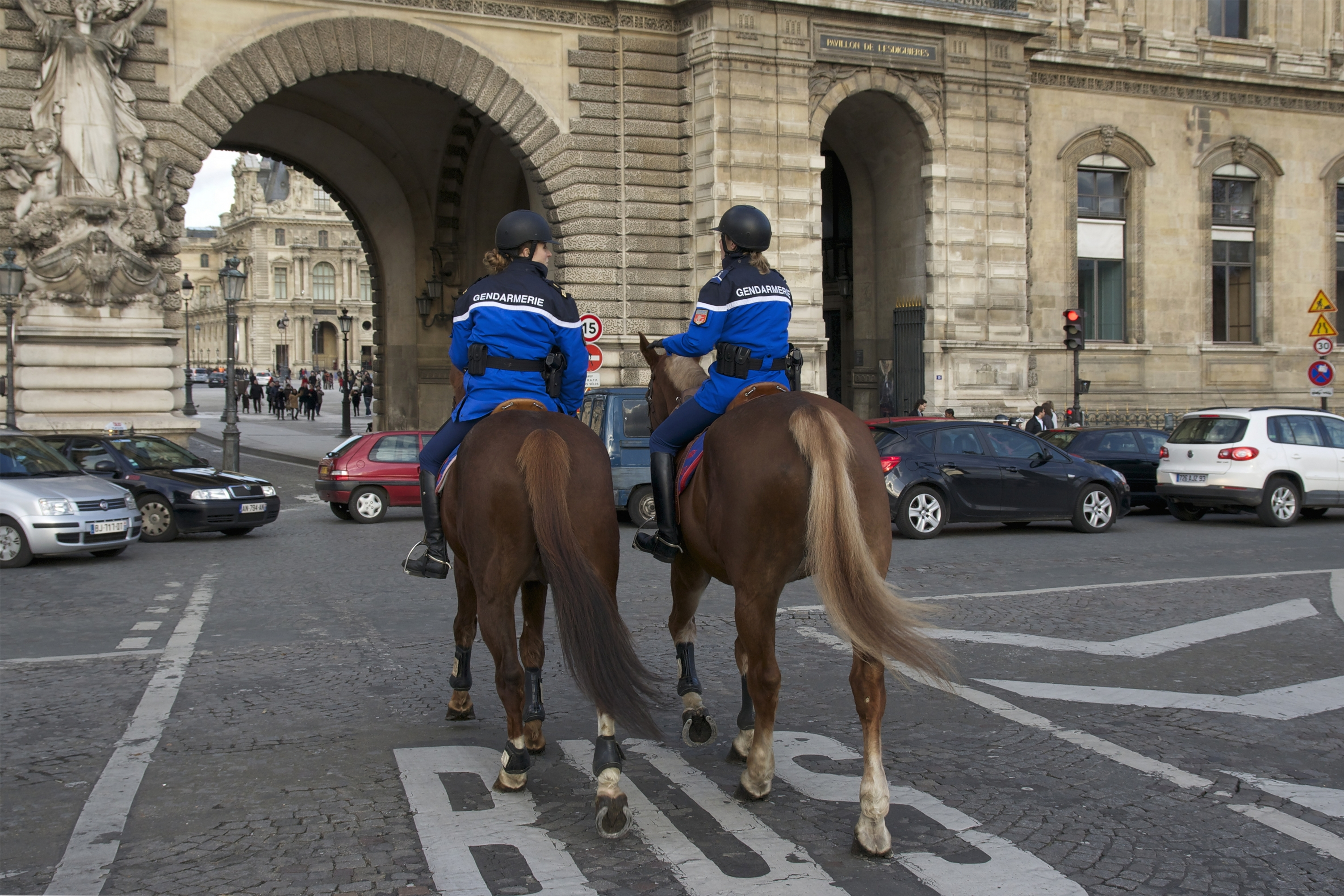 Police Stop Suspected Terror Attack Near the Louvre